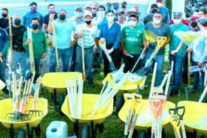 Entregó Geraldine Ponce herramientas a trabajadores de Parques y Jardines